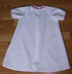 Raglan Daygown for the Christmas Baby