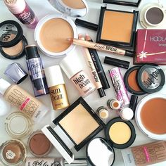 I would love this big haul of Benefit make-up. I want to feel good wearing quality make-up. Make Makeup, How To Apply Makeup, Makeup Sets, Makeup Goals, Beauty Makeup, At Home Hair Color, Cool Hair Color, Benefit Makeup, Benefit Cosmetics