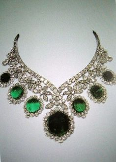 Emerald and diamond necklace that belonged to the royal family of Iran.