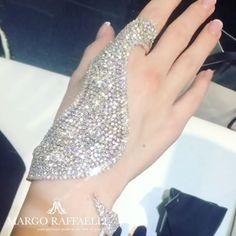 Sunday sun seems brighter with @yeprem diamond hand piece ❤️ Credit: www.margoraffaelli.com #margolovesyeprem #margolovesdiamonds