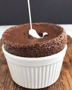 food cravings - food ` food recipes ` food cravings ` food videos ` food photography ` food platters ` food and drink ` food dinner Cute Desserts, Delicious Desserts, Dessert Recipes, Yummy Food, Healthy Food, Oddly Satisfying Videos, Satisfying Pictures, Frosting Recipes, Chocolate Cakes