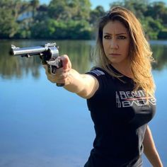 Reposted from - Super Blackhawk Magnum and a shirt 💥 - Grunt Style, Action Pose Reference, Action Poses, Badass, 44 Magnum, Shooting Guns, Military Women, Guns And Ammo, Material Girls