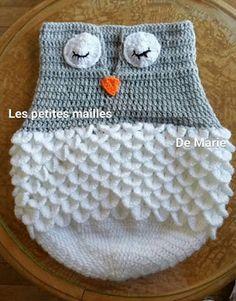 Nid d'ange chouette pour bébé de  0/3 mois. Explication écrite + vidéo Crochet Slippers, Crochet Hats, Crochet Blankets, Marie, Suture, Sleeping Bags, Baby Shower, Boutique, Throw Pillows