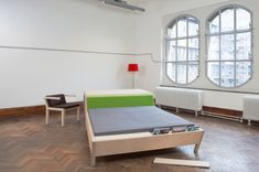 This piece of smartly designed, hybrid furniture that Dutch furniture designer Erik Griffioen created is right on target - It's a Bed'nTable. Design Furniture, Decor Interior Design, Room Divider Headboard, Multifunctional Furniture, Flexible Furniture, Small Apartment Design, Small Space Solutions, Interior Architecture, Small Spaces