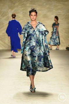 @mariaelenavillamil  #mujereseneljardin #romanticismo #feminidad  #vibroconlamoda #colombiamods2017   Vogue, Textiles, Designer Collection, Fashion Show, Runway, Shirt Dress, Caftans, Shirts, Tunics