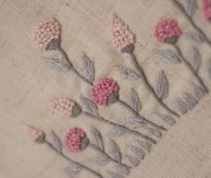 Hand Embroidery Videos, Hand Work Embroidery, Embroidery Flowers Pattern, Ribbon Embroidery, Cross Stitch Embroidery, Simple Embroidery Designs, Bead Embroidery Patterns, Creative Embroidery, Bordado Popular