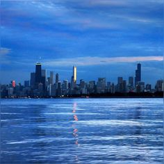 Playing peek-a-boo with my jet lag soaked weird sleep pattern… thought to share this frame and give another try to this good night sleep. Hopefully I can resume regular life style from tomorrow ;) #GoodNight #Chicago #December #Skies #City #Skyline #HappyWeekend #Pretty #LakeMichigan #BlueWaters