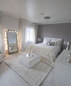 Elegant Gray Bedroom In 2019 Room Decor Bedroom Silver Idea Bedroom Stunning Decorating Ideas Women Single Female Bedroom Walls Wall Modern Images G. Trendy Bedroom, Dream Rooms, House Rooms, Living Rooms, Apartment Living, Apartment Entryway, Rustic Apartment, My New Room, Beautiful Bedrooms