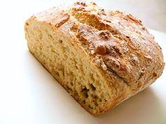 Yksi suosikkejani kotona leivotuista leivistä on pataleipä jota teen usein, patalevälle löytyy netissä paljon ohjeita ja sitä kutsutaan yleensä maailman helpoimmaksi leiväksi. Ja totta, se on helppo, ... Ketogenic Recipes, Ketogenic Diet, Diet Recipes, Vegan Recipes, Keto Results, Ketogenic Lifestyle, Keto Dinner, Banana Bread, Baking