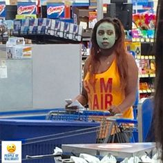People Of Walmart - Funny Pictures of People Shopping at Walmart Walmart Humor, Walmart Shoppers, Walmart Customers, Funny People Pictures, Epic Fail Pictures, Funny Photos, Crazy Pictures, Bizarre Pictures, Meanwhile In Walmart