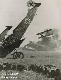 7OE-I1-178930 An air attack on the Western Front with a German aircraft in the…