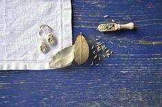 Guarda questo articolo nel mio negozio Etsy https://www.etsy.com/it/listing/526558177/gioiello-in-maiolica-dipinta-orecchini