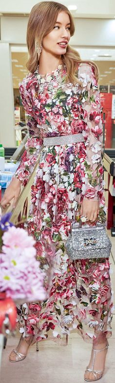 Floral gown in brilliant red and white. Long sleeves, round neck with glitter silver belt. Dolce & Gabbana F/W Coll' Floral Fashion, Love Fashion, High Fashion, Fashion Design, Cute Summer Dresses, Pretty Dresses, Beautiful Dresses, Couture Fashion, Runway Fashion