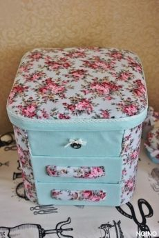 Casket for small things with your own hands Crafts To Sell, Diy And Crafts, Scrapbooking, Hobby Room, Cardboard Crafts, Small Boxes, Casket, Diy Furniture, Needlework