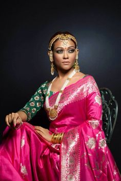 makeup and katan saree n blouse. Traditional Sarees, Traditional Dresses, Beautiful Saree, Beautiful Outfits, Ethnic Fashion, Indian Fashion, Indian Dresses, Indian Outfits, Katan Saree