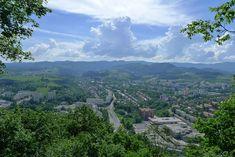 Výhľad z Urpína na Banskú Bystricu. Hore vedie niekoľko ciest, pohodová je cez Kalváriu. Viac vo výlete: http://www.podmevon.sk/vylet/ser3bijdng