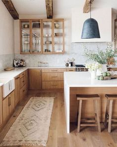 Kitchen Interior, New Kitchen, Kitchen Design, Kitchen Decor, Kitchen Stools, White Ikea Kitchen, Home Depot Kitchen, Neutral Kitchen, Interior Livingroom