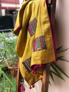 Embroidery On Kurtis, Hand Embroidery Dress, Kurti Embroidery Design, Embroidery On Clothes, Kerala Saree Blouse Designs, Saree Kuchu Designs, Kurta Designs Women, Stylish Dress Book, Stylish Dress Designs