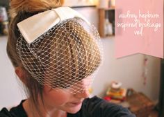 DIY Audrey Hepburn Inspired Birdcage Veil: Why should brides have all of the fun? If I did one of these up in a fun color, I bet it'd look cool with some of my vintage French Tutorial, Photo Tutorial, Diy Tutorial, Diy Hairstyles, Wedding Hairstyles, Audrey Hepburn Inspired, Diy Mode, Do It Yourself Fashion, Diy Hat