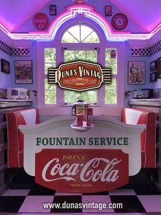 Facts On Amazing Kitchen Renovation Ideas Do It Yourself Restaurant Lounge, Logo Restaurant, Restaurant Design, Café Retro, Retro Cafe, Vintage Diner, Retro Diner, Coca Cola, 1990 Style