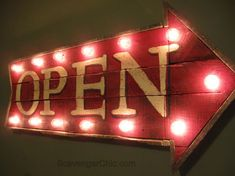 Pallet Wood OPEN Lighted sign diy, marquee open sign, open sign with lights, diy sign, unique lighting Wood Pallet Crafts, Pallet Home Decor, Diy Pallet Projects, Wood Pallets, Wood Projects, Craft Projects, Pallet Wood, 1001 Pallets, Project Ideas