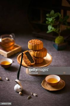 Mid autumn festival food and drink mooncake and tea on moody black. Food Photography Tips, Cake Photography, Product Photography, Cake Festival, Food Festival, Traditional Chinese Food, Chinese Moon Cake, Festival Photography, Cute Desserts