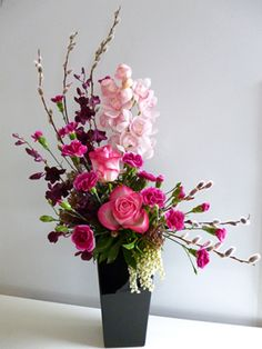 """Search Result of """"Large Flower Arrangement""""-Yahoo! Search (Image)- If you search for """"large flower arrangements"""" with Yahoo! Search [image], you will surely find the answer you want. Valentine's Day Flower Arrangements, Arrangements Ikebana, Contemporary Flower Arrangements, Flower Arrangement Designs, Flower Centerpieces, Flower Decorations, Tall Centerpiece, Wedding Centerpieces, Flower Designs"""