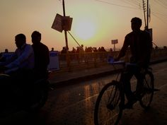 Allahabad has 5 million inhabitants and is considered an average city by the standards of the Indians.