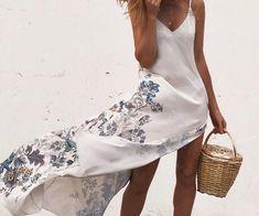 Everything is okay, just a little adventure silk dress with the air  @nidodileda #silkdress  . . . . . . . . #instastyle #instafashion…