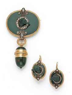 A set of antique bloodstone and diamond jewelry, c. 1860.  Oval shaped brooch pendant w/gold surround, double fleur de lys of rose cut diamonds suspending a vinaigrette; pr of earrings; 14 K gold