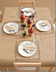 kraft paper table cloth and draw place mats. This is what I wanted to do for Thanksgiving. but I need kraft paper. Hosting Thanksgiving, Thanksgiving Table Settings, Thanksgiving Parties, Thanksgiving Decorations, Thanksgiving Tablescapes, Thanksgiving Ideas, Kids Party Tables, Kid Table, Table Party
