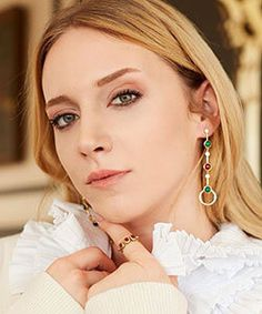 Hayal Koseoglu was born in 26 May 1992 in Istanbul. She studied at Aydin University Fine Arts School. Hayal Koseoglu started acting while she was only 6 years old Series Movies, Tv Series, Act Training, Fine Arts School, Theatre Plays, Green Hair Colors, Eye Color, Body Types, Biography