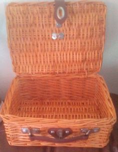 Large  Wicker Storage Luggage Picnic Basket with Leather Closure, leather Handle