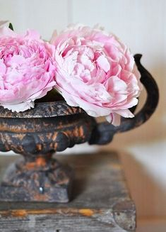 love the contrast of the rusted urn + the fresh pink peonies