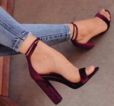 Source by The post Aubergine Sandalen. Fancy Shoes, Pretty Shoes, Beautiful Shoes, Me Too Shoes, Prom Shoes, Women's Shoes, Shoe Boots, Dress Shoes, Sandals Outfit