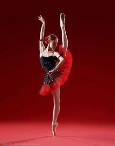 fiery Elisabeth Beyer of Ellison Ballet heralding in a little extra joy today. By: Rachel Neville Photography Ballet Art, Ballet Dancers, Shall We Dance, Just Dance, Ballet Costumes, Dance Costumes, Grand Prince, Ballet Images, Dance Movement