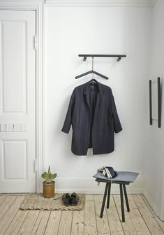 Minimalist Interior, Minimalist Decor, Minimalist Design, Wooden Furniture, Furniture Design, Design Bestseller, Nordic Home, Spacious Living Room, Living Spaces