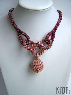 Crochet rope necklace by Karolína Emingrová