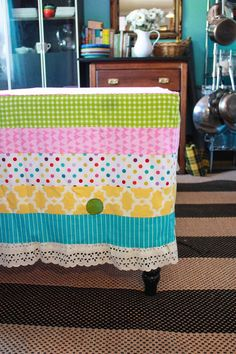 pea table cloth  http://www.onelittleminuteblog.com/2012/05/princess-and-the-pea-party-tablecloth/