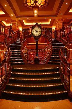 "Escalier monumental - Paquebot ""Queen Victoria"" - Cunard Line"