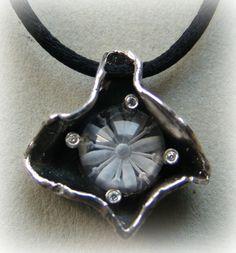 """""""Secret flower"""" Quartz reverse intaglio pendant"""