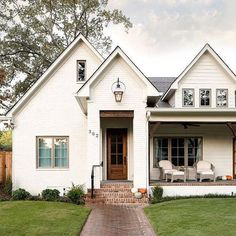 Friday mornings are a little better when you share. So, I'm sharing a beautiful white brick home with y'all yay for the weekend!
