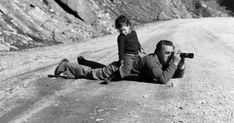 Ο Τάκης Τλούπας (1920-2003) γεννήθηκε στη Λάρισα και μέχρι την κατοχή εργάστηκε κοντά στον πατέρα του που ήταν ξυλογλύπτης.  Το 1945 αποφ... Couple Photos, Couples, Blog, Couple Shots, Couple Photography, Couple, Blogging, Couple Pictures