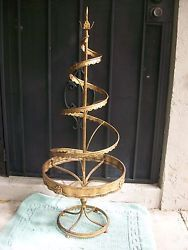 Shop for Vintage Metal Christmas Tree from colossal Vintage Metal Christmas Tree warehouse for discounted prices. Cost effective Vintage Metal Christmas Tree, don't miss-out on these bargains. Spiral Christmas Tree, Spiral Tree, Pink Christmas Tree, Christmas Tree Ornaments, Ornament Tree, Christmas Decorations, Xmas, Card Sayings, Christmas Projects
