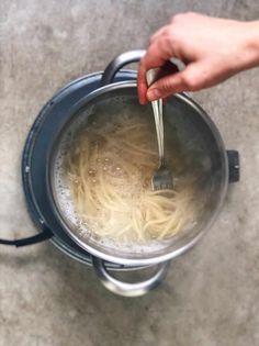 Tiempo de coccion de la pasta. Una forma rápida de comer sano. #deliciousspanishfood #espaguetis #espiralesdeverduras #calabacín #queso #quesofundido #tomatefrito #espaguetisconespiralesdecalabacín #espaguetisalhorno #espaguetisgratinados #recetasana #vegetales #recetafácil Queso Fundido, Queso Manchego, Carne Picada, Spanish Food, Healthy, Recipes, Vegetarian, Vegetarian Recipes, Tasty Food Recipes