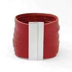 Bracelet Manchette cuir rouge bordeaux fermoir aimanté argent chic et tendance : Bracelet par chiara-b