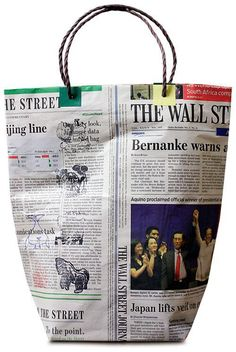 Read information on Origami Newspaper Bags, Newspaper Crafts, Do It Yourself Organization, Make And Sell, How To Make, Handmade Gift Tags, Origami Box, Recycled Fashion, Simple Bags