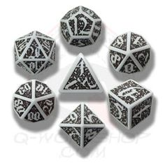 Skull Dice Set: Gamer dice with skulls: fairyglen.com