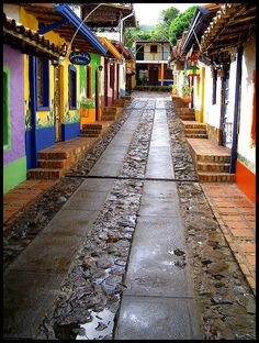 Colorful houses on the streets of Peribeca, Tachira,Venezuela (by Kevin Vásquez)