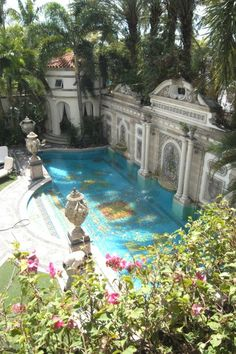 Gianni Versace s Miami mansion goes o sale for 125 million Casa Casuarina, English Cottage, Versace Mansion, Versace House Miami, Beautiful Homes, Beautiful Places, Luxury Pools, Dream Pools, Beautiful Architecture